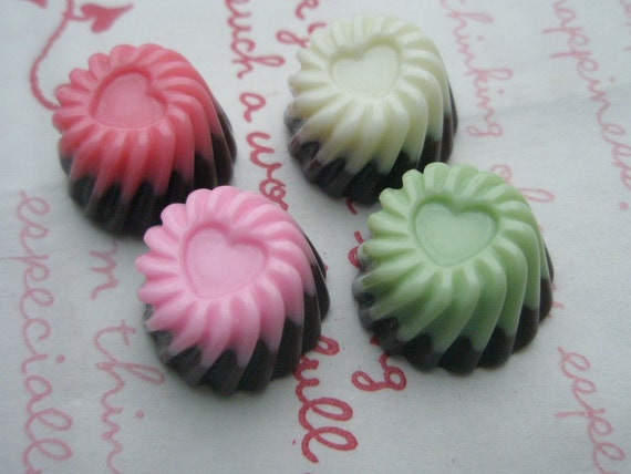 Special Price twisted Pudding cabochons Set 4pcs ( Herat on top ) SIZE M