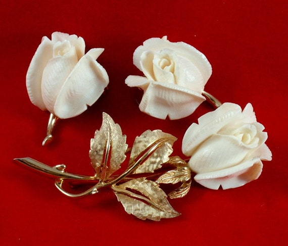 Boucher Black Flower Rose Pin Brooch Signed Numbered: Vintage Boucher Ivory Rose Brooch And Earrings Demi Parure Set