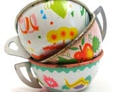6 Toy Tea Cups & Saucers, 1950s tin in pink, white and green, Instant Collection.
