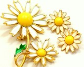60s Floral brooch & earring set, White and yellow flowers by Weiss.