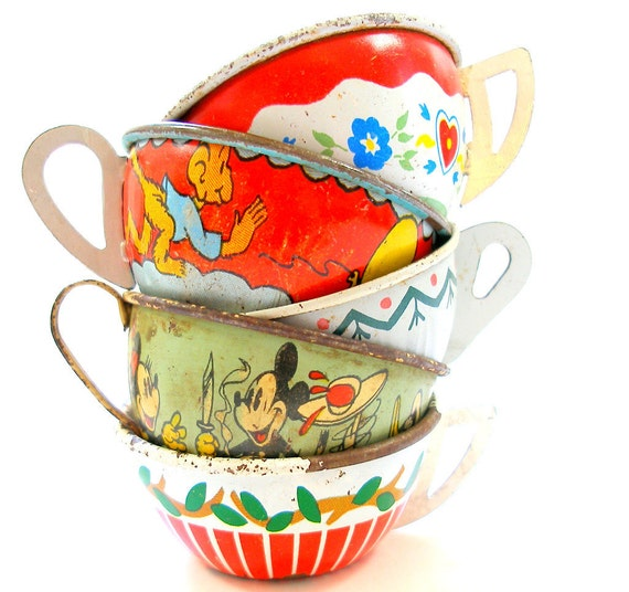 40s Tin Toy Tea cups, Set of 5 with litho, in red, white & green Instant Collection.