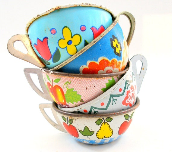 40s Tin Toy Tea cups, Set of 5 with fruit & flowers litho, Instant Collection.