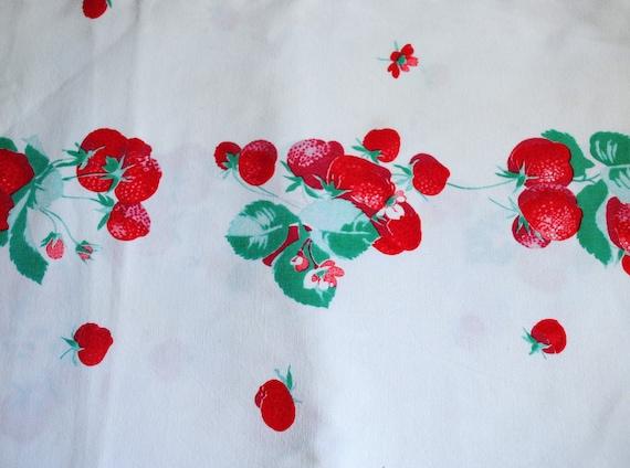 Wilendur Strawberry Tablecloth