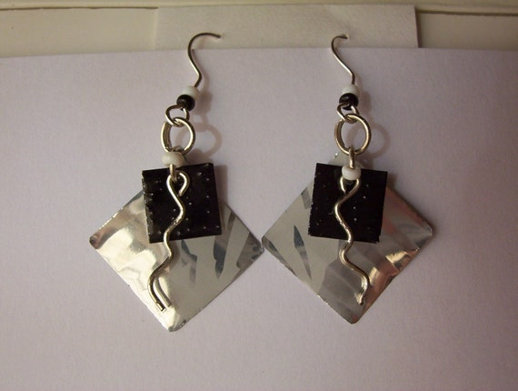 silver/black recycled can earrings