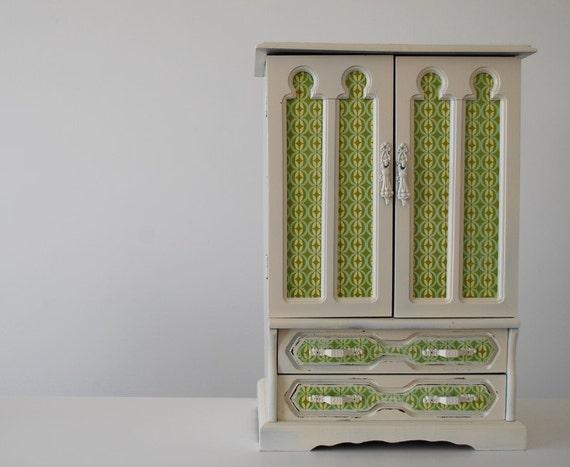 Refurbished Vintage Jewelry Box - Large Grassy Green