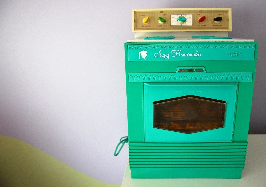 Vintage Suzy Homemaker Toy Oven Large