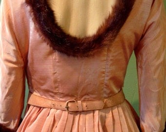 1940s Vintage Irridescent Pink Silk Taffeta Dress with mink fur trim (XS)