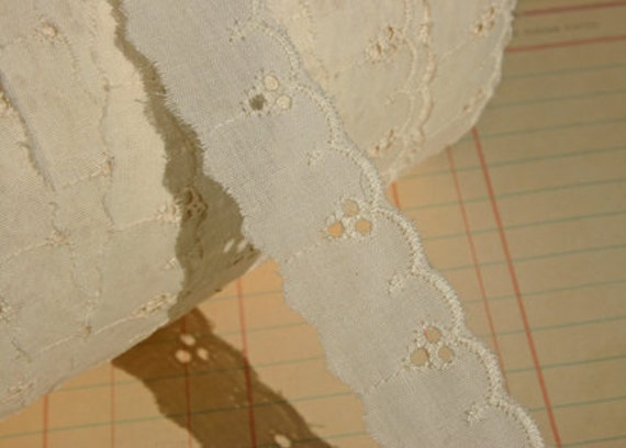 """Cream Eyelet Lace - Broderie Anglaise - Sewing Trim - 1"""" Wide"""