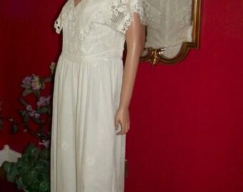 Antique White Wedding Dress Crochet Vintage does Flapper Dress  20-30 style  Size 4