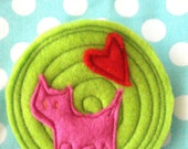 Brooch Green Circle with Pink Cat