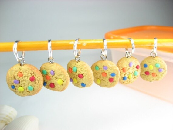 Rainbow Cookie Stitch Markers Set of 6, cookies knitting accessories, polymer clay gift for knitters for her food miniature charms cute