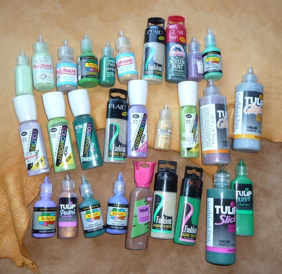 Big lot of 28 fabric paint tubes, assorted colors, brands and types green, purple, bronze, metallic, puff paint craft DESTASH