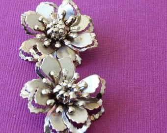 Vintage Gold Flower Costume Jewelry Clip On Earrings