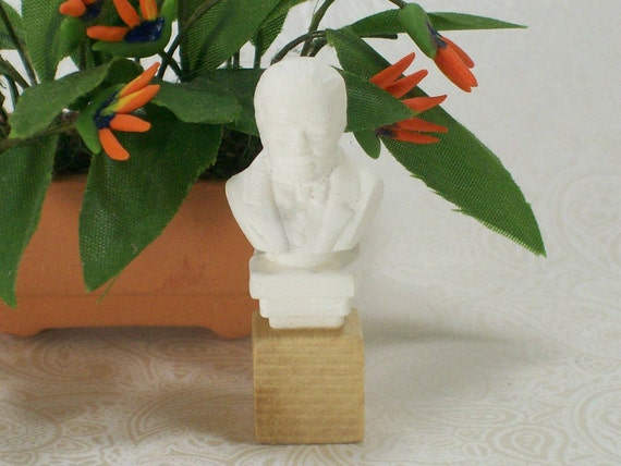 Dollhouse Miniature White Stone Male Bust 12th Scale