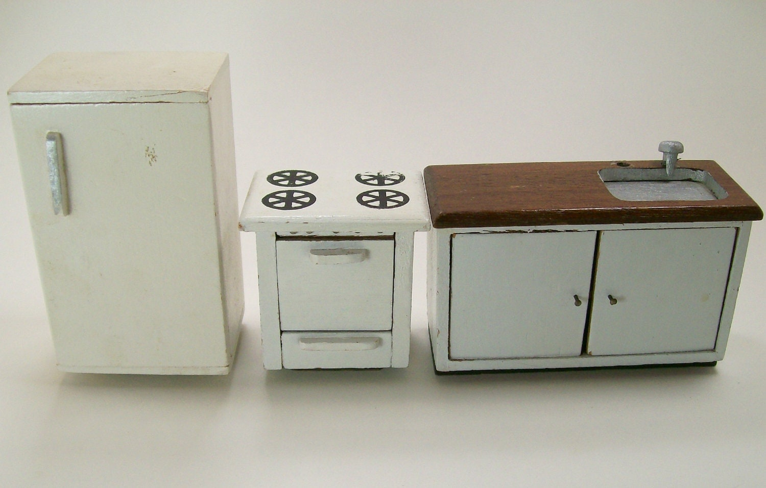 Vintage dollhouse miniature furniture kitchen set refrigerator for Kitchen kitchen set