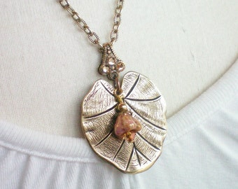 LILLY - ANTIQUED BRASS NECKLACE