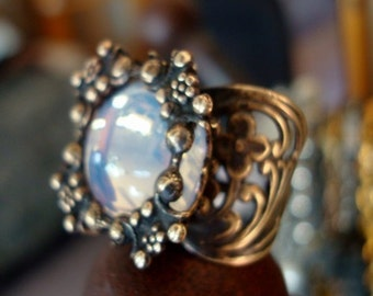 Lovely Gazing Dinner Ring, Vintage Glass Jewel, Victorian Memories Collection