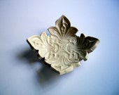 Victorian White Table Knife Rest