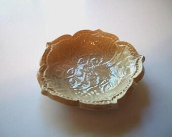 Beige Vintage 3 inch Lotus Bowl