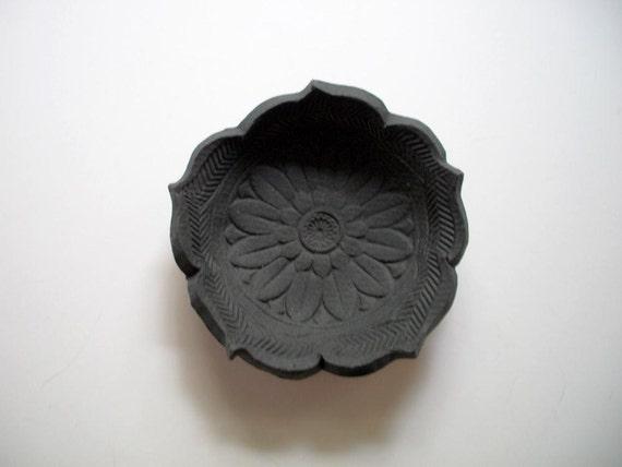 Black Velvet Victorian Lotus Bowl