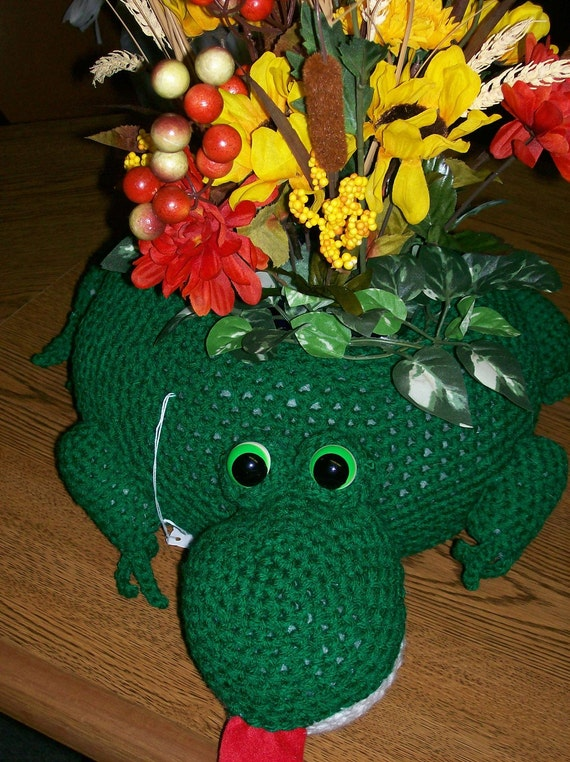 Frog Crocheted Animal Plant Holders Filled with Silk Flowers or Candle - Decoration - Toy