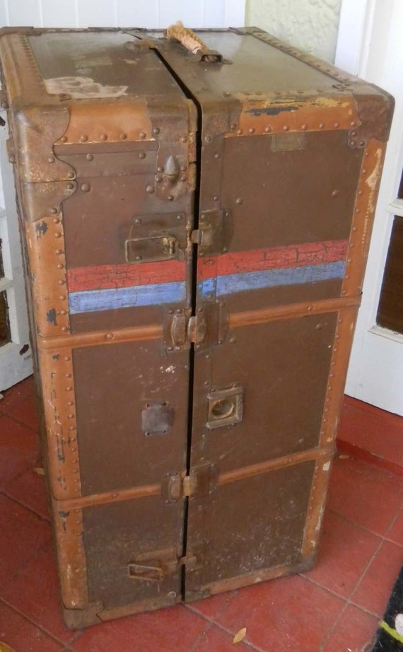 vintage steamer trunk 87960