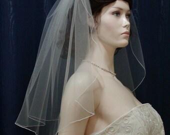 Short wedding veil 1 tier flyaway bridal veil with a pencil edge