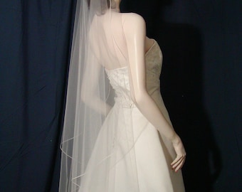 wedding veils bridal veils  Classic Elegance  in this  Petal Cut Waltz length Bridal Veil