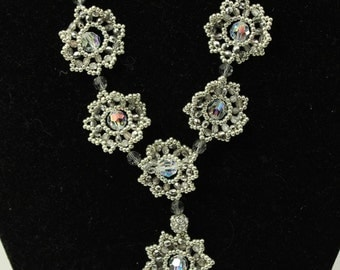 woven flowers necklace - Silvery Moon
