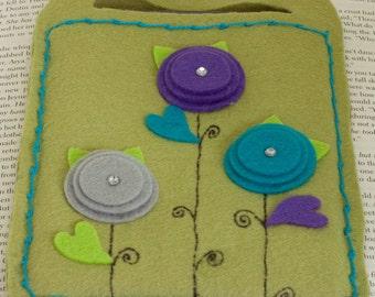 E-reader cover, carrier, felt and flower