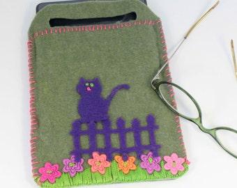 e-reader cover/ carrier, cat in the garden