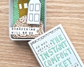 Instant Comfort Pocket Box - two houses on a hill