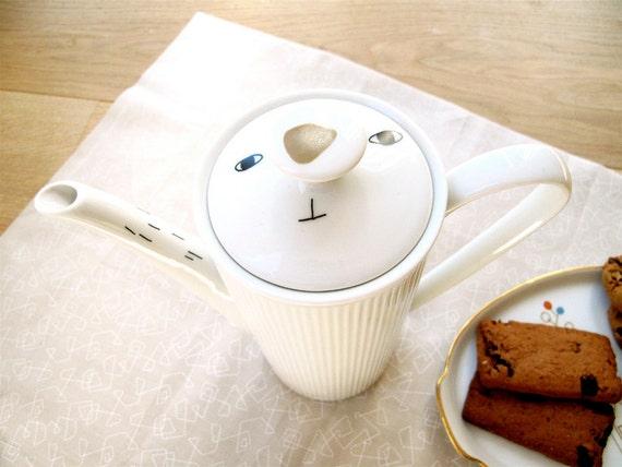 Teapot - bunny rabbit snout