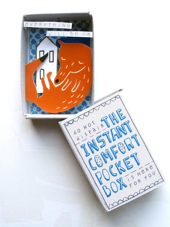 The Instant Comfort Pocket Box - Sleeping fox in blue