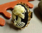 ring . the haunting collection - mistress .