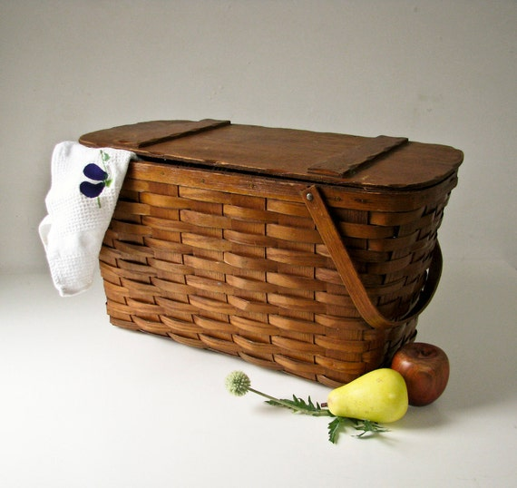 Large Vintage Picnic Basket with Dinnerware