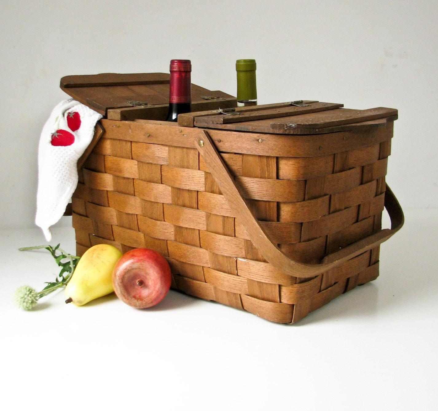 Picnic Basket Spotlight : Vintage wood picnic basket opening for bottles of wine