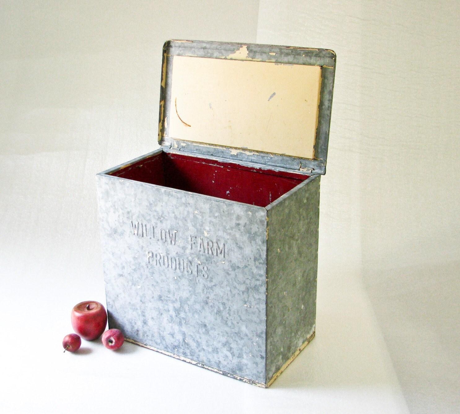 vintage metal milk box planter tool box garden by beejaykay. Black Bedroom Furniture Sets. Home Design Ideas