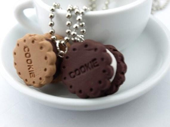 Scrumptious Sandwich Cookie Necklace