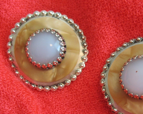 White Glass Clip Earrings Gold Round Circle Vintage Goldtone Shipping Included