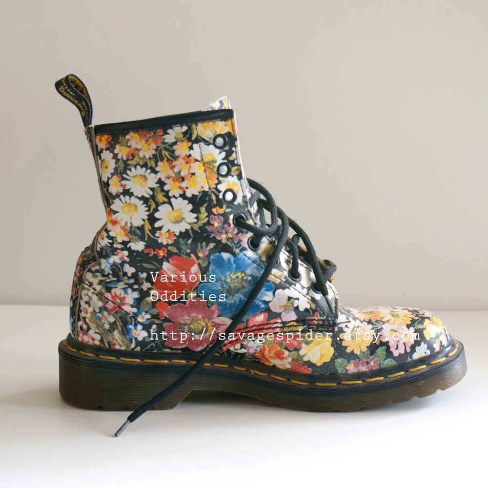 vintage floral dr doc martens uk 4 usa 6 or 6 5. Black Bedroom Furniture Sets. Home Design Ideas