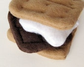 Felt Food S'Mores with Chocolate Marshmallow and Graham Crackers