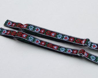 adjustable straps with hearts and flowers