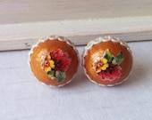 Flower post earrings mustard - sterling silver stud