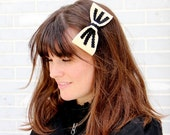 The Amélie bow in black and creme.