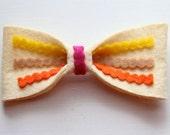 The Amélie bow in summer hues.