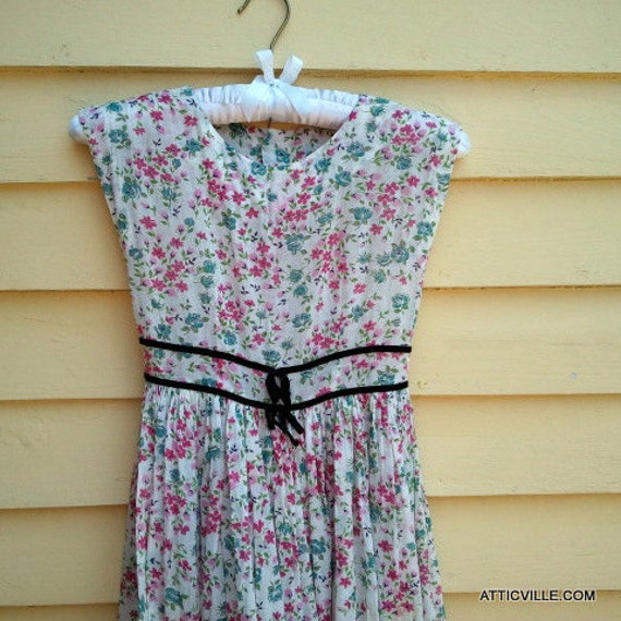 Vintage 1940s Young Girl's Floral Party dress. Child's dress