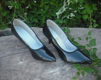 1950s/60s Black Patent Pointy Toe Pumps  by Aldens, Size 9
