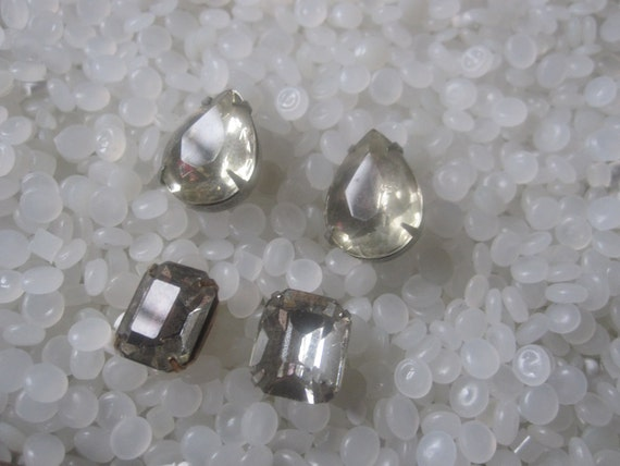 Vintage RHINESTONE Buttons, 4 glass  shank type buttons