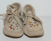 Vintage 80's infant baby toddler children's leather native american indian beaded moccasin shoes size 4